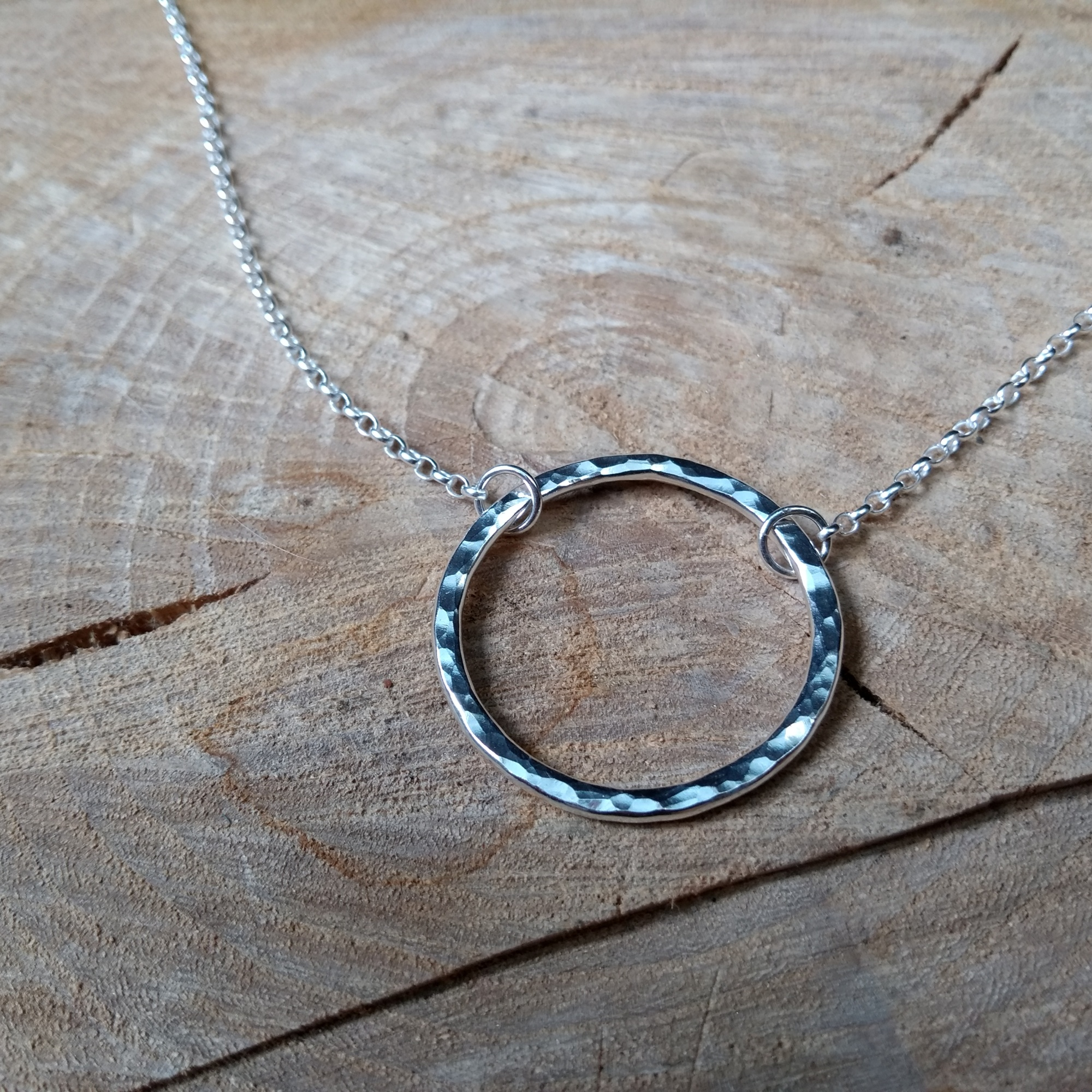 Silver hammered circle necklace